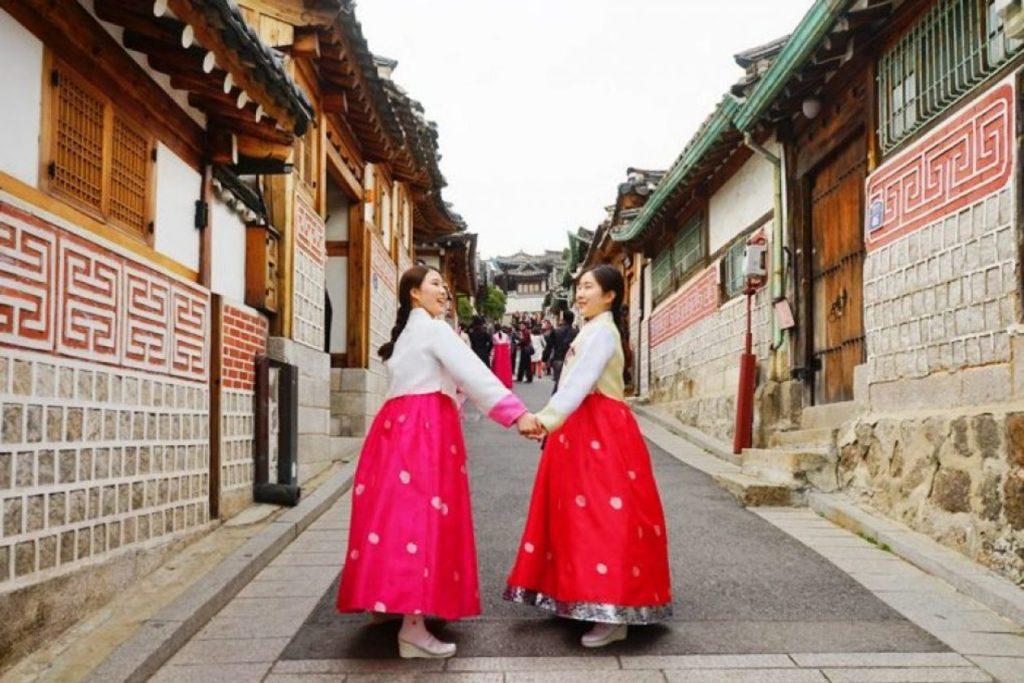 Women wearing hanbok in Bukchon Hanok Village