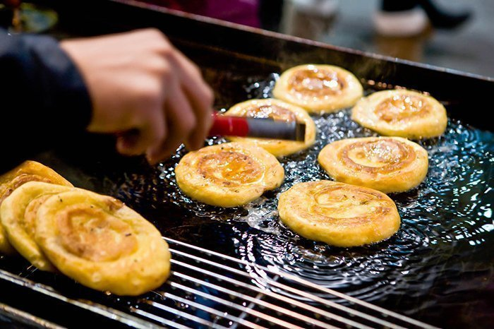 Frying hot cakes in a traditional Korean Market
