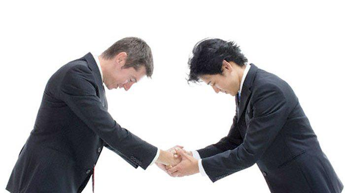 A guide to Korean etiquette when shaking hands