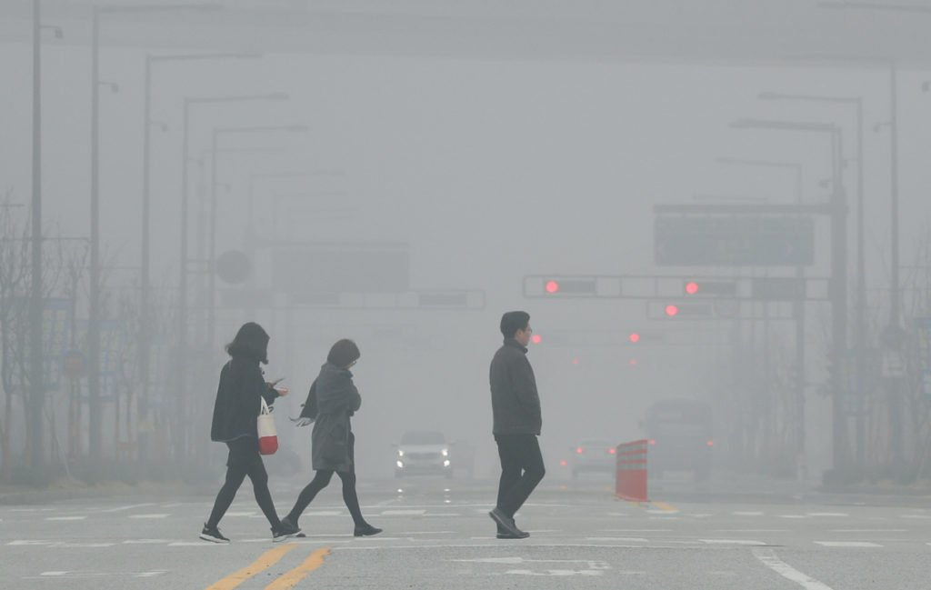 Dirty air in the streets of Seoul