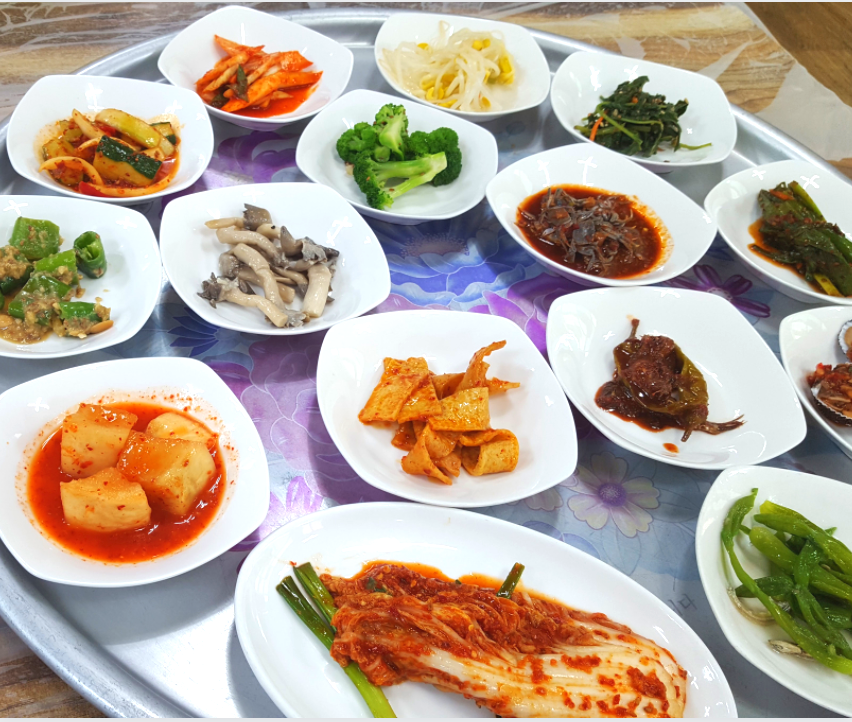 Side dishes in Korea are called banchan