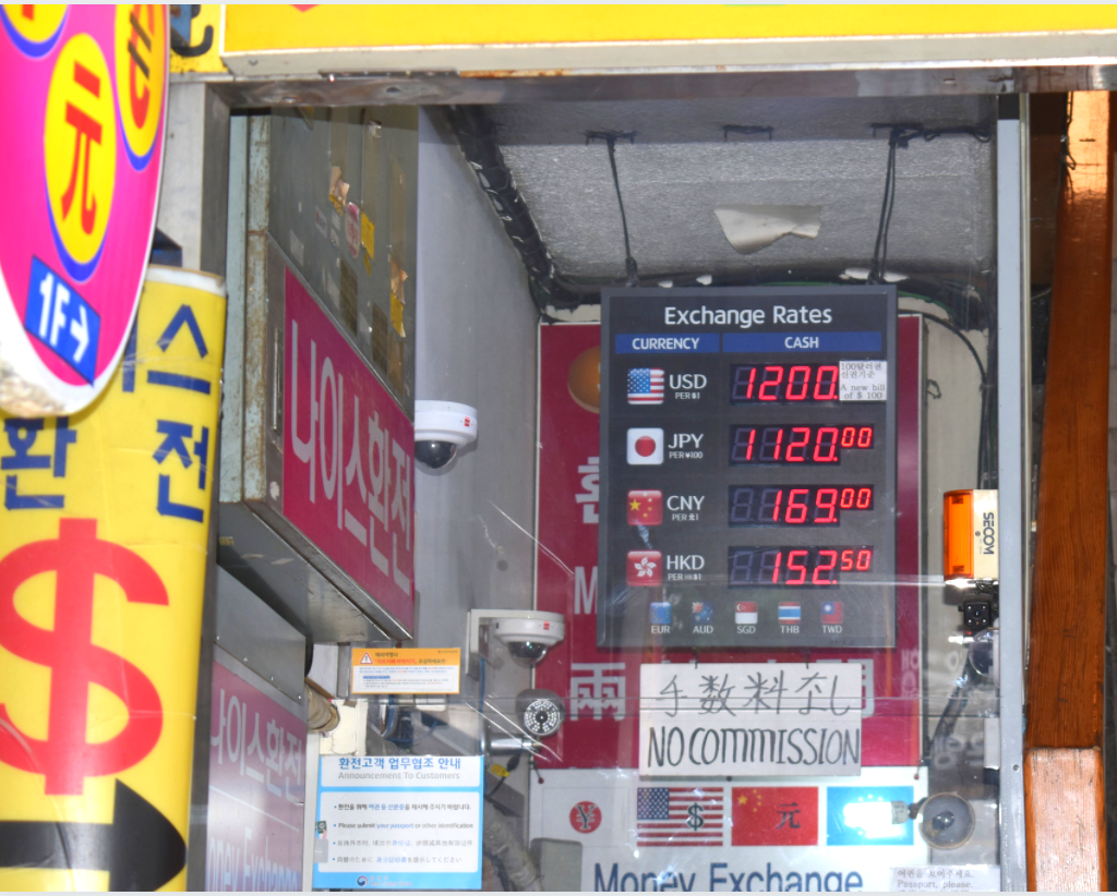 Use a money exchange to save money in Seoul