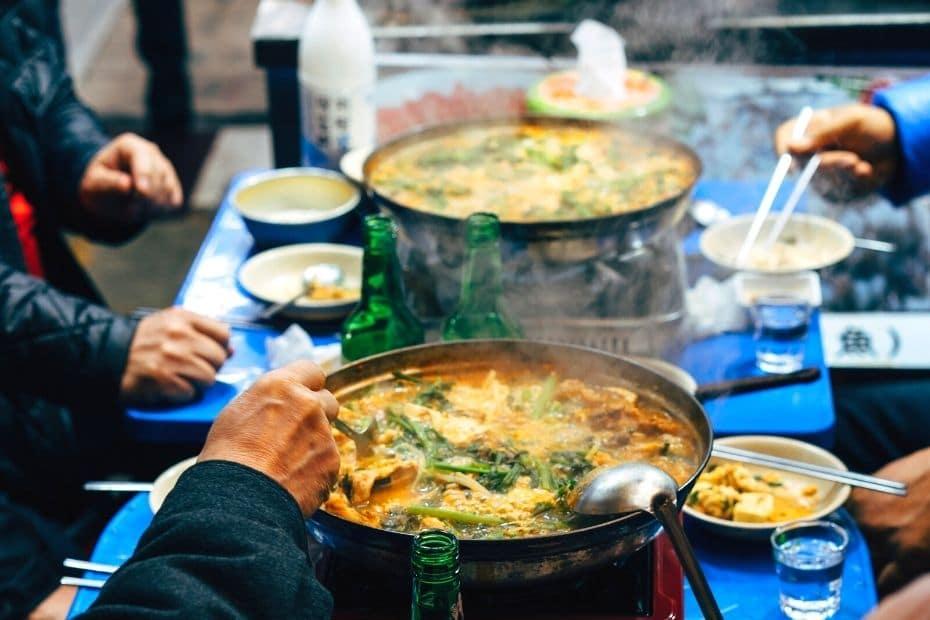 Guide To Korean Etiquette: 22 Useful Korean Etiquette Secrets
