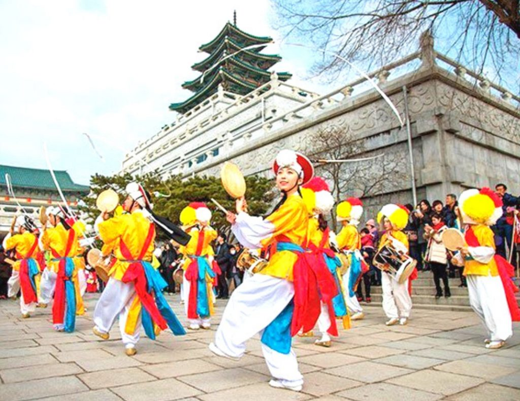 Cultural Performance are great free things to do in Seoul