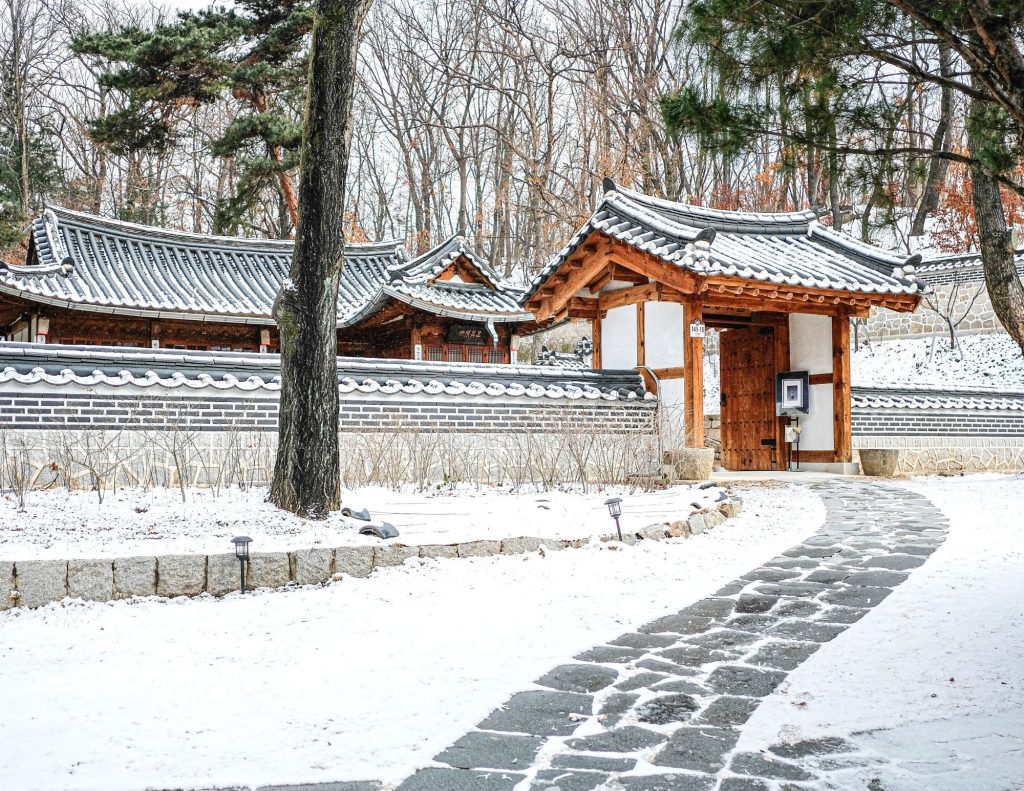 Where To See Snow in Seoul's Palaces