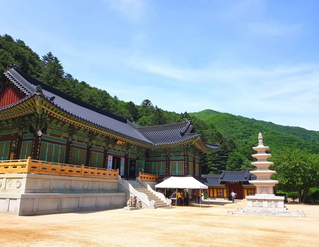 Traditional Korean temple in Odaesan National Park